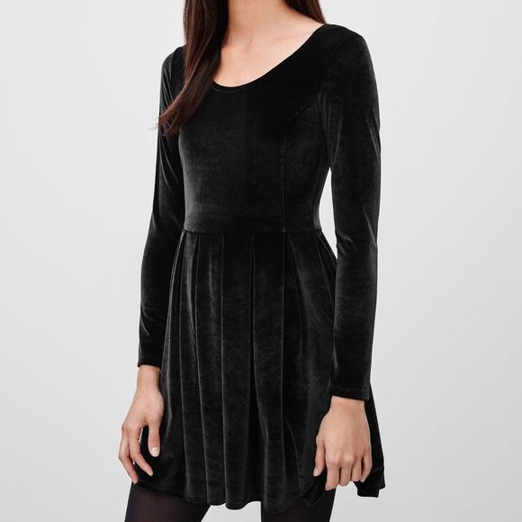 Talula Dresses & Skirts - ARITZIA TALULA Lambeth Velvet Mini Dress 0550